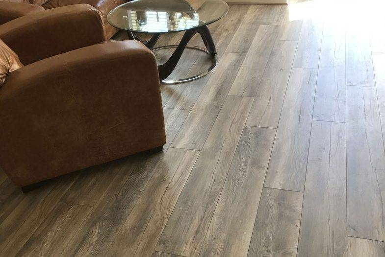 Kronotex Robusto Harbour Grey oak floor fitting job