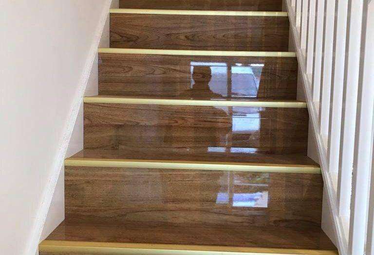 Gloss flooring staircase fitting job