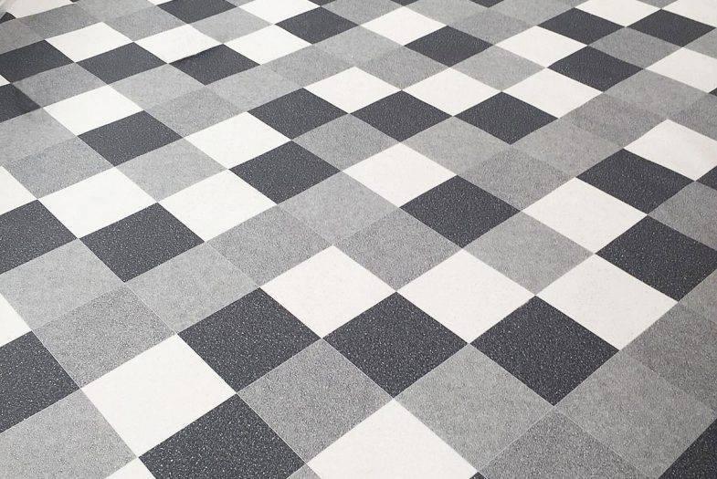 Vinyl flooring in conservatory fitting job